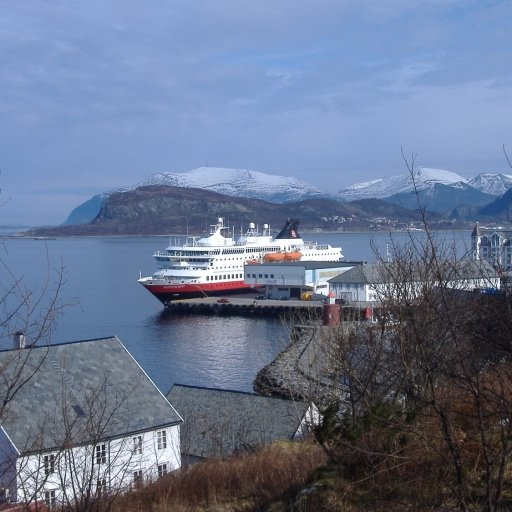 Hurtigruten Amazing Cruises